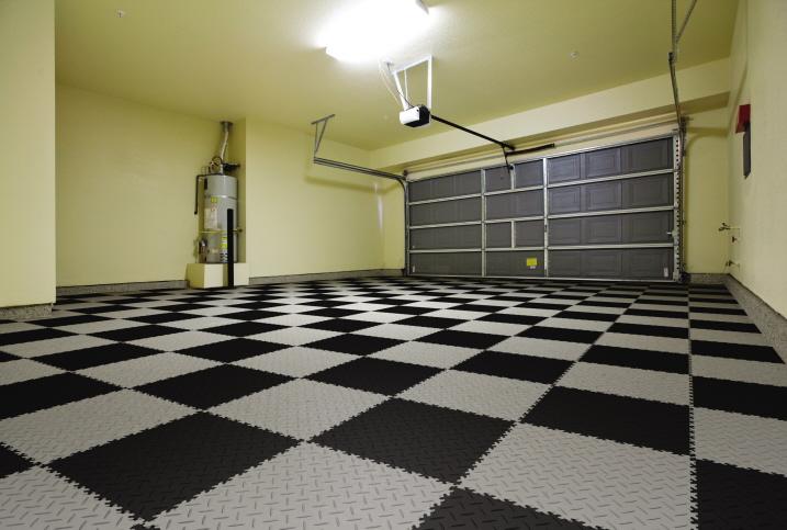 PVC Bodenfliesen in der Garage mit Diamant Oberfläche