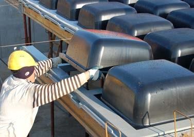 Nach dem Bau der Stützesysteme (Stützen + Träger) werden die Deckenträger und die Würfele aus ABS verlegt, um ein gleichmäßiges Gitter für die Verlegung der Kuppeln zu erstellen. Man kann die Verlegung der Kuppeln nach und nach dem Bau der Gitter durchfüh