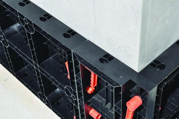 eopanel Star ist unsere modulare wiederverwendbare Schalung für den Bau von quadratischen und rechteckigen Säulen,  Sockelleisten und Betonwänden.
