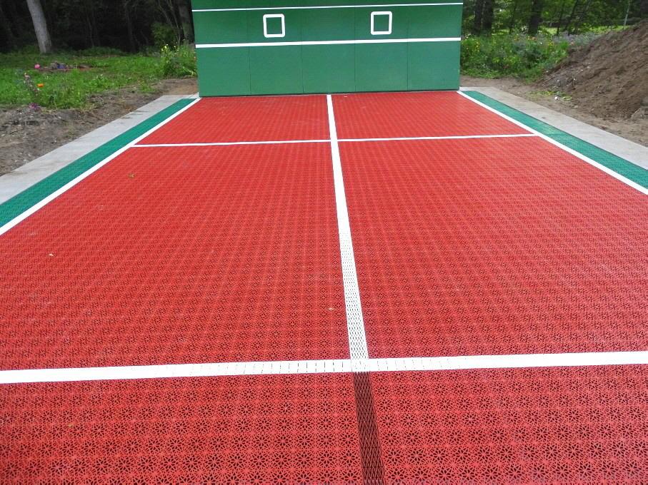 Die neue Tenniswand hilft, die Engpässe insbesondere für das Jugendtraining, aber auch bei den Erwachsenen zu beheben. Eine Tenniswand  vermittelt ein optimales Rhythmusgefühl sowie ein gutes Schlagtiming: Kontrolle, Schwung, Reaktion, Ballgefühl, Koordin