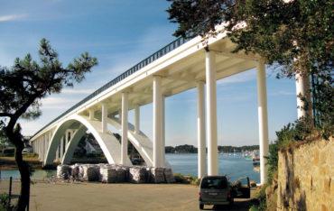 Brücke mit runden Säulen mit GEOTUB Schalungen in Beton gegossen