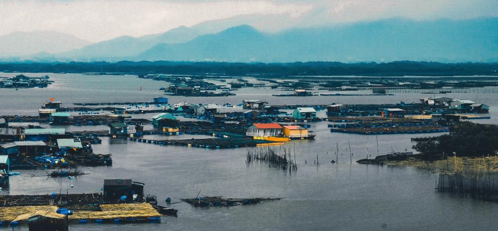 Wassermanagment bei Hochwasser mit hohen Wasserständen von Flüssen
