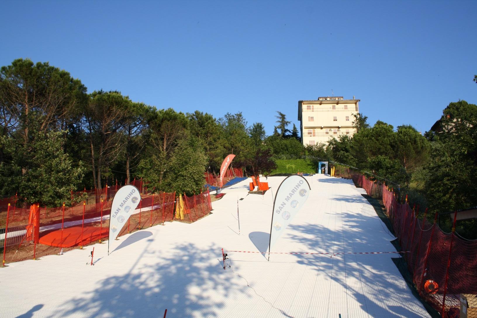 Installierte GEOSKI Anlage für ganzjährigen Skisport in den Mittelgebirgen