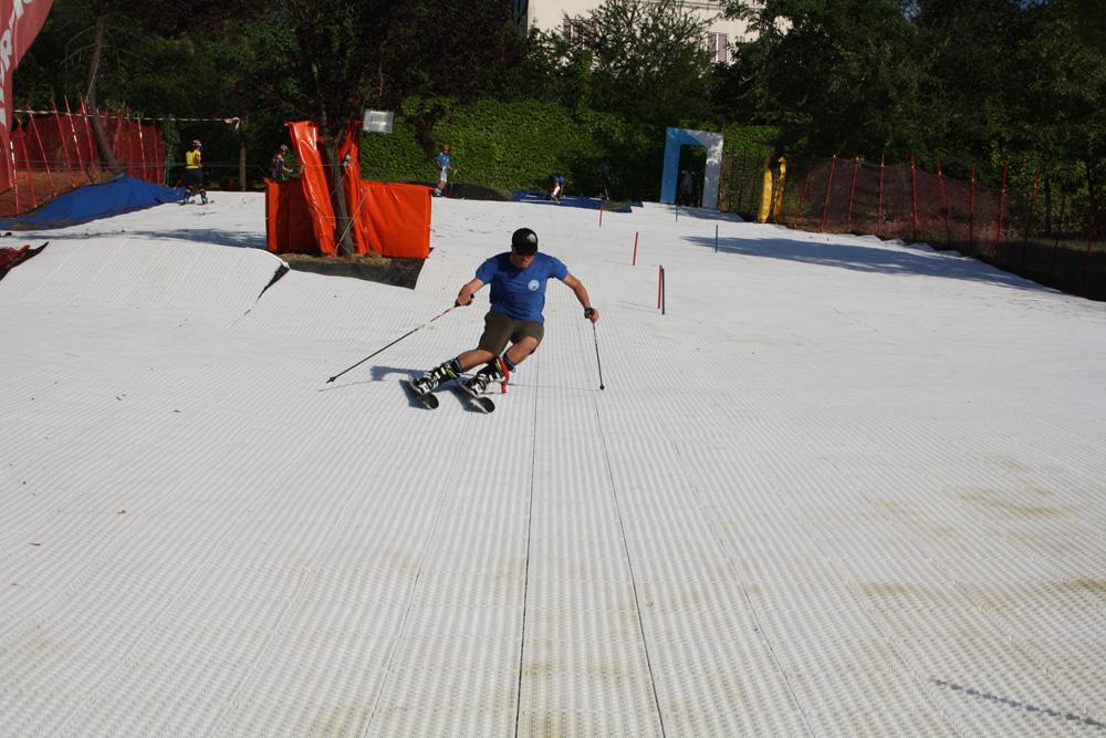 Alpiner Skisport das ganze Jahr ohne Schnee mit GEOSKI
