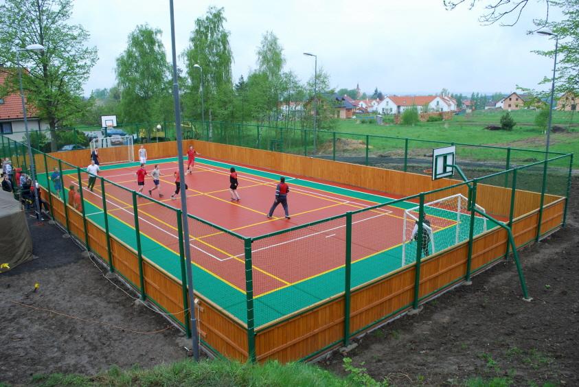 2-farbiges Kleinspielfeld für Ballsportarten aus PP Kunststoff