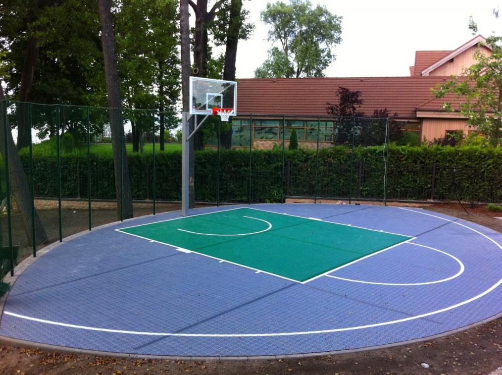 Allwetterplatz für Basketballspiel 3 × 3