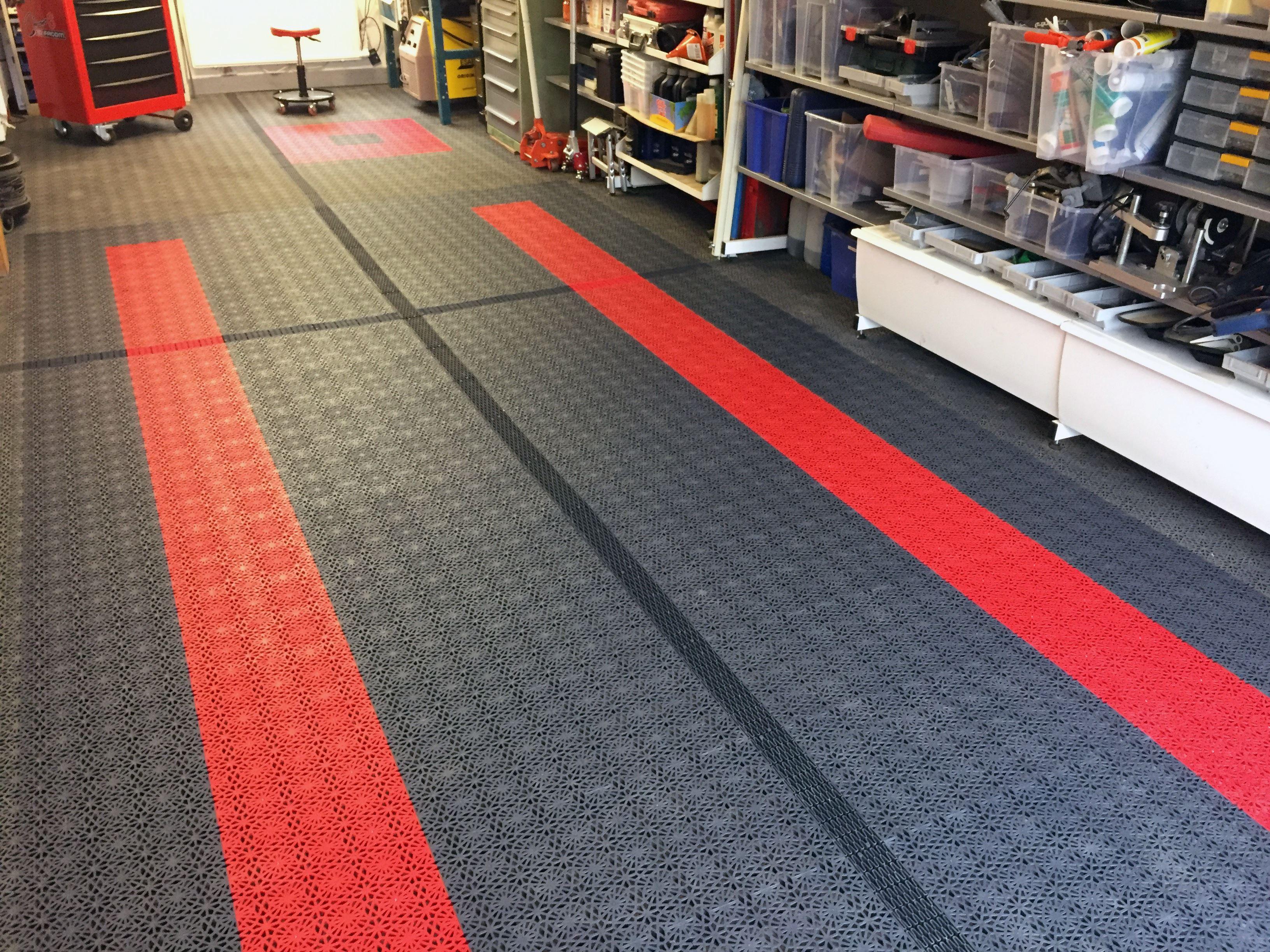 Garage mit Bodenfliesen Typ ROYAL in  2 Farben